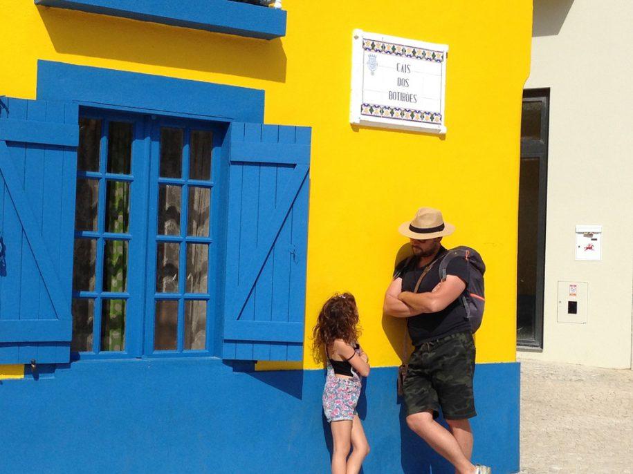 Touriste et jeune portugaise